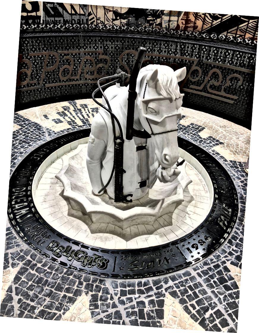 ফেইল টেম্পলে অভ্যন্তর বিশদ। এফআইএল দ্বারা ভাস্কর্য।