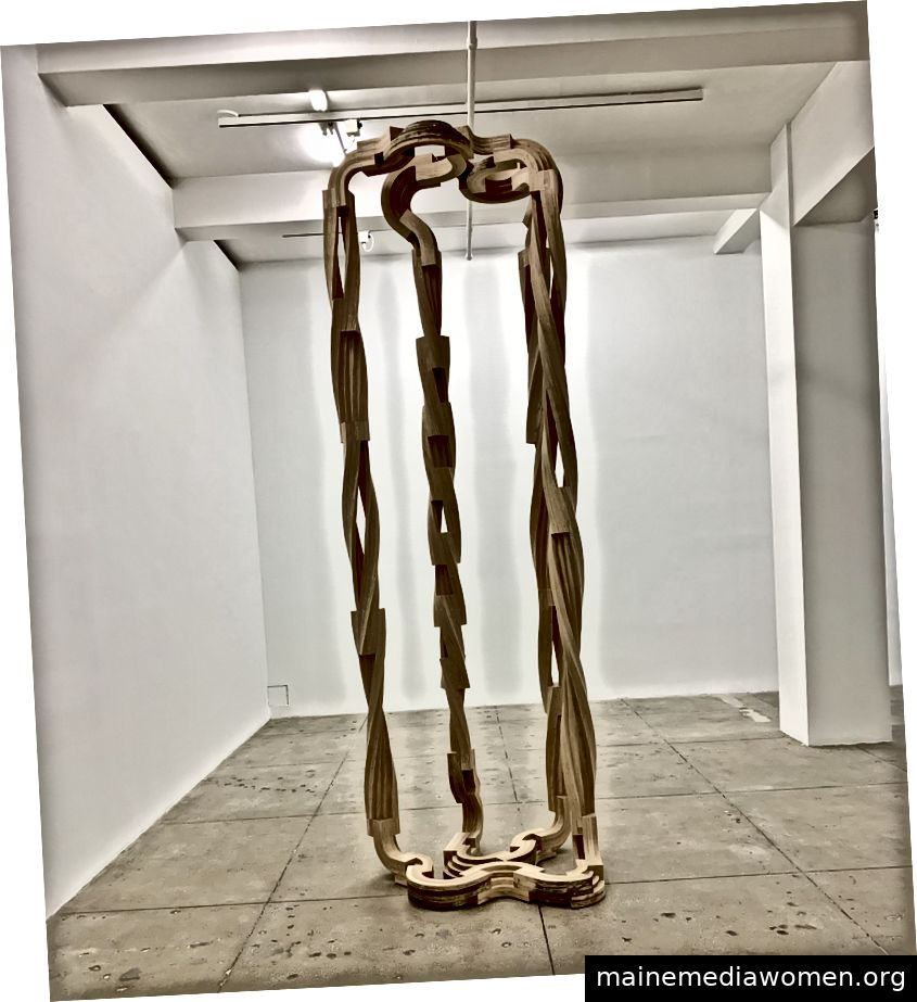 Abbildung 3. Unter dem Wetter 2, Gedämpftes Holz, 2016, Marian Goodman Gallery, New York