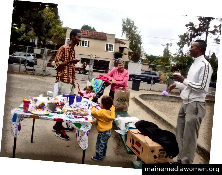 Künstler Syar DaLi (L) und Xavier (R) am Peralta Creek Park in East Oakland ca. 2011, Foto von Jesse Childs
