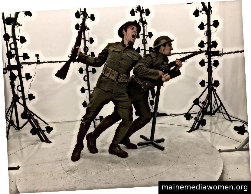 WWI-Modelle Paul-Emile Cendron und Zach Libresco posieren im Photogrammetrie-System