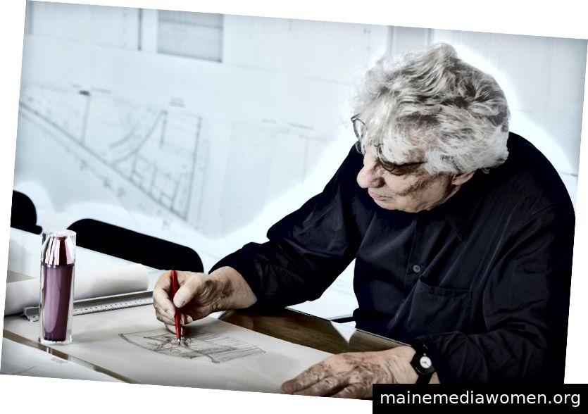Mario Botta bei der Arbeit an seiner Archisculpture © 2018 von LA PRAIRIE
