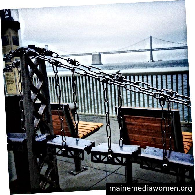 Die Oakland Bay Bridge trifft auf die Oakland Bay Bridge