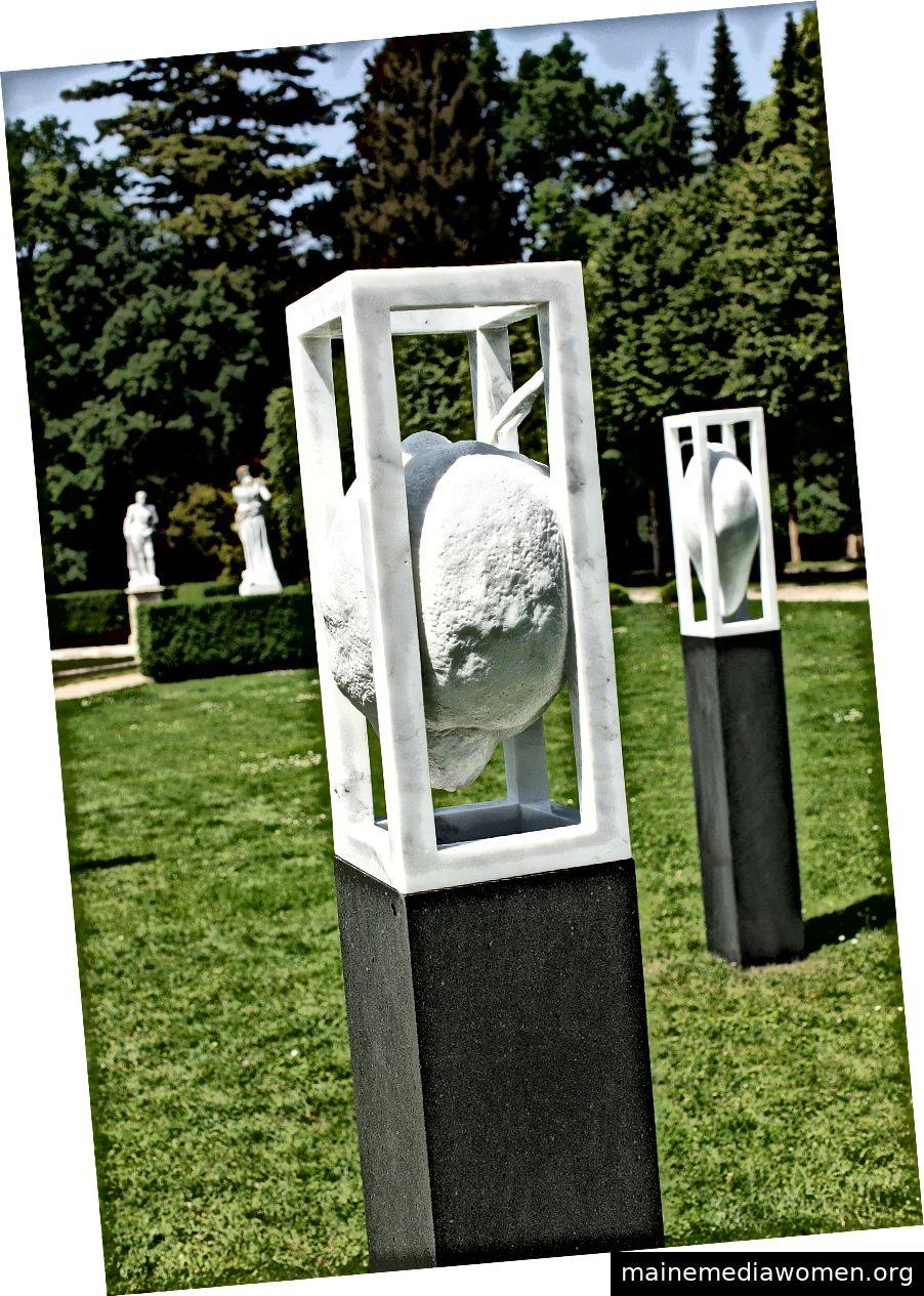 Verschobene Marmorbanane (Carrara-Marmor, Matraea-Stein), Nordische Kakteen (Statuario Venato-Marmor), Suspended Marble Lemon (Carrara-Marmor, Matraea-Stein)