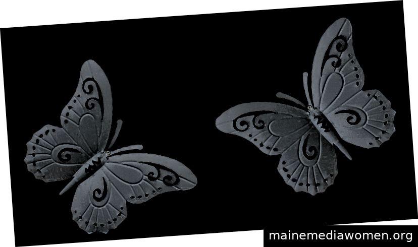 Einige Kunstwerke können ausgewählt werden. Sie sind metallische Schmetterlinge.