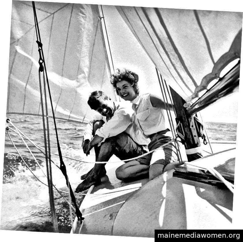 Jacqueline Bouvier mit ihrem Verlobten John F. Kennedy, Cape Cod, Massachusetts über die Life Magazine Collection