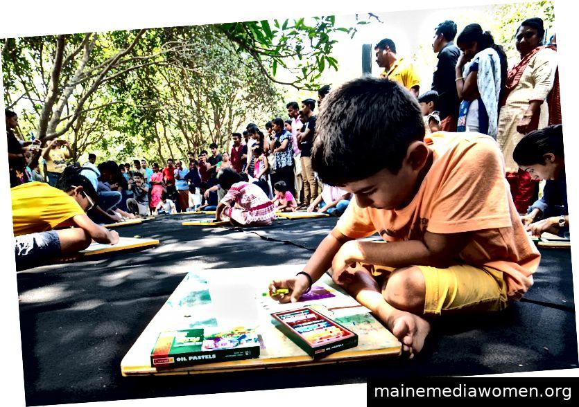 Kinder bei einem ABC-Workshop im Aspinwall House. Quelle: http://artofbihar.blogspot.com/2016/12/kmb-2016-kids-given-space-at-aspinwall.html