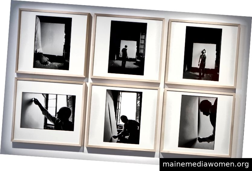 Installation von Ugo Mulas, Lucio Fontana, L'Attesa, Milano 1–6, 1964 (2019) Moderner Druck. Silbergelatineabzug auf Baritpapier. Auflage von 8. Mit freundlicher Genehmigung von Robilant + Voena.