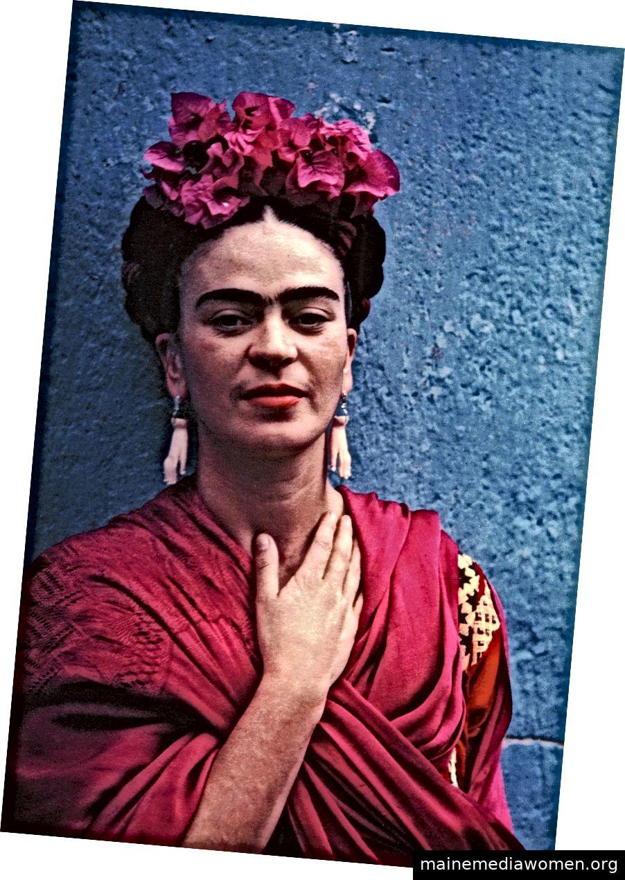 Nickolas Muray: Frida mit der Hand an ihrem Hals