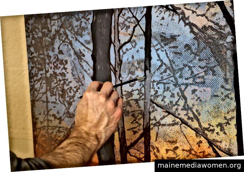 Beim Malen fängt Charlie an, zuerst mit den großen Dingen zu beginnen. Dann filmt er die kleineren Details weiter, da diese oft Zeit und Konzentration erfordern.