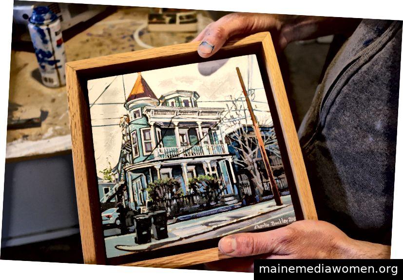 """""""Dieses Gemälde ist nur ein Haus in der Magazine Street in New Orleans. Ich habe es als Studie für ein größeres Gemälde verwendet, an dem ich gerade arbeite. """"Charlie ist spezialisiert auf das Malen von Landschaften, Stadtlandschaften und gemischten Medien."""