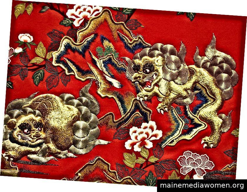 Traditionelle japanische Stickerei. Foto von Ryan McBride über Wikimedia Commons