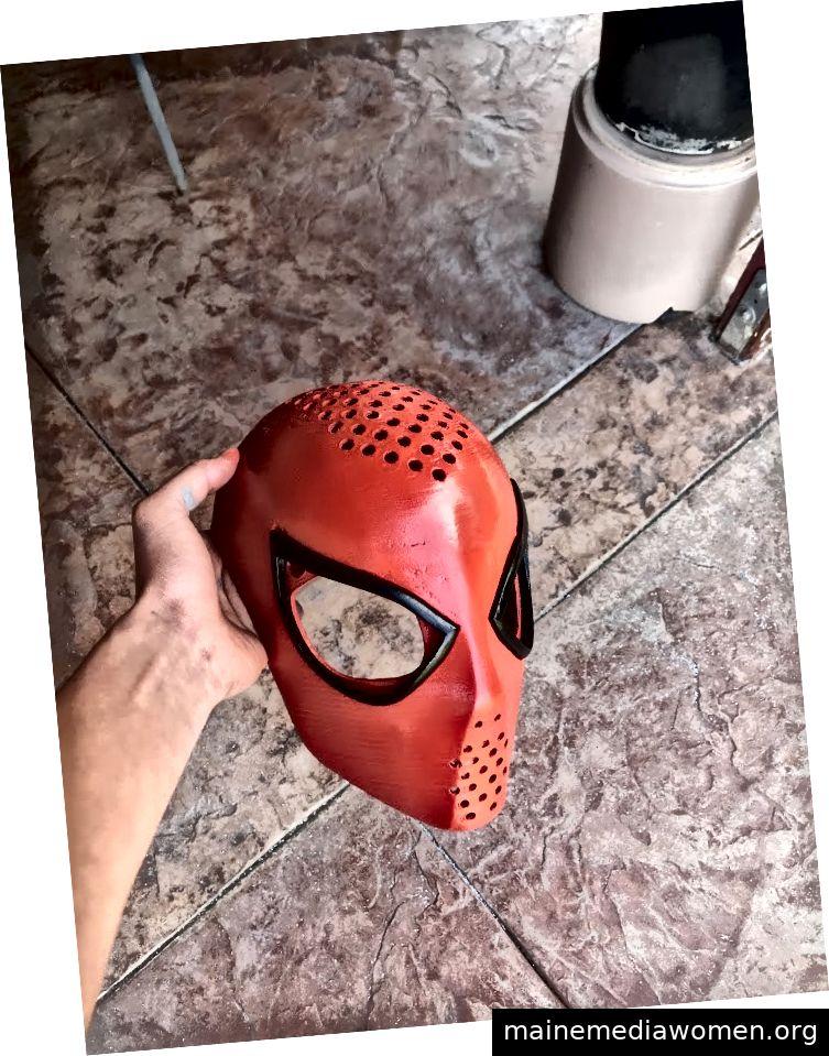 22. März: Eine von Hernandez in seinem Heimstudio erstellte 3D-bedruckte Gesichtsschale. Die abgebildete Schale wird ohne Linsen geliefert.