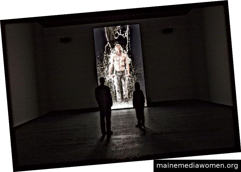 Bill Viola 'Inverted Birth' (Installationsansicht) 2014. Video- / Soundinstallation in Copenhagen Contemporary, Dänemark, 29. August - 26. November 2017, Dauer 8 Minuten