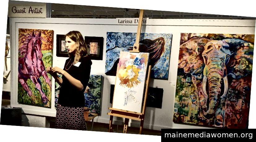 Die Soul Path Artistin Larissa Davis demonstriert absichtliche Kreativität.