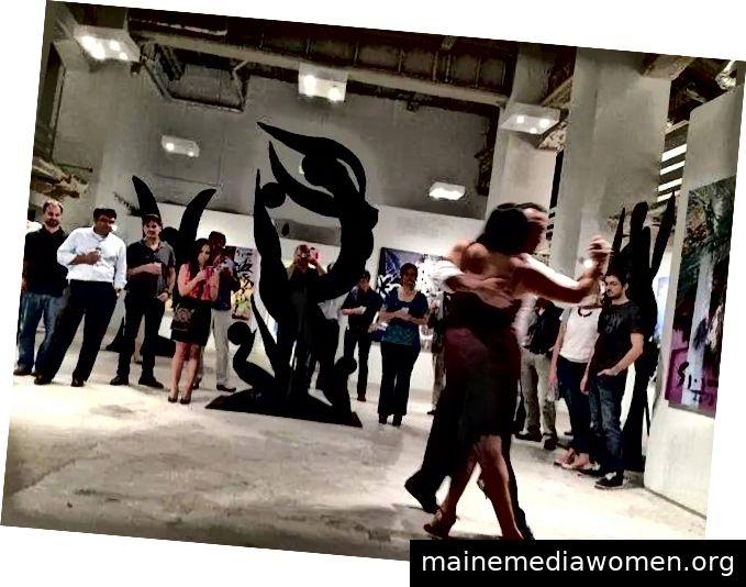 DASS veranstaltet Happy Hour nur für Mitglieder mit Tango, Gedichten, Wein, Tapas… sogar Fechten. Tango Happy Hour in der CU-1 Galerie.