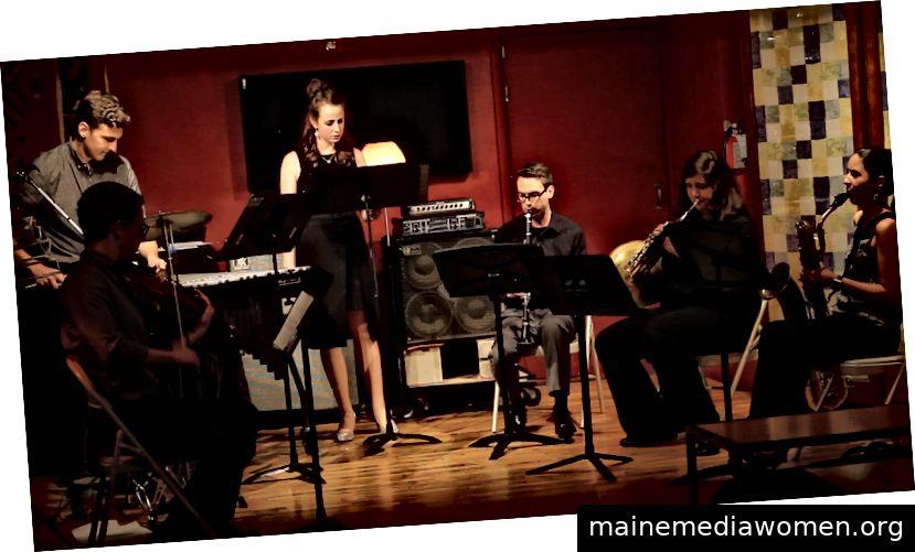 Nicole DeMaio und Mitglieder des Black Sheep Contemporary Ensemble