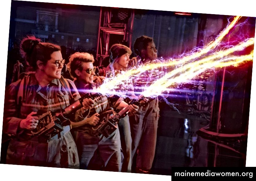 "Von links Melissa McCarthy, Kate McKinnon, Kristen Wiig und Leslie Jones in ""Ghostbusters"". (Sony Pictures via Associated Press)"