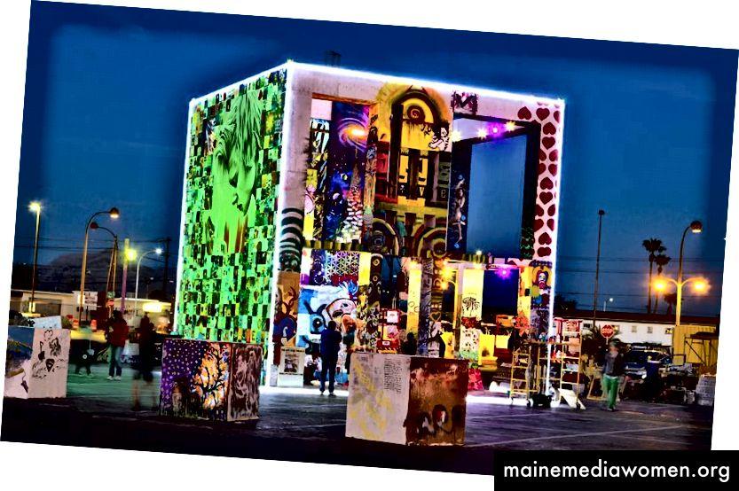 The Life Cube for Downtown Las Vegas ، 2014. تصوير نانسي غود