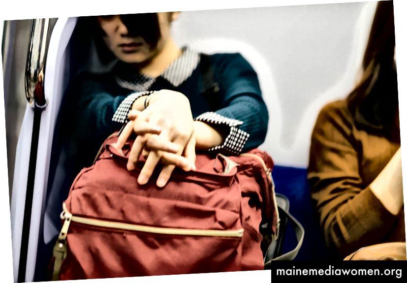 Mädchen schläft in der U-Bahn, Hanzomon Line