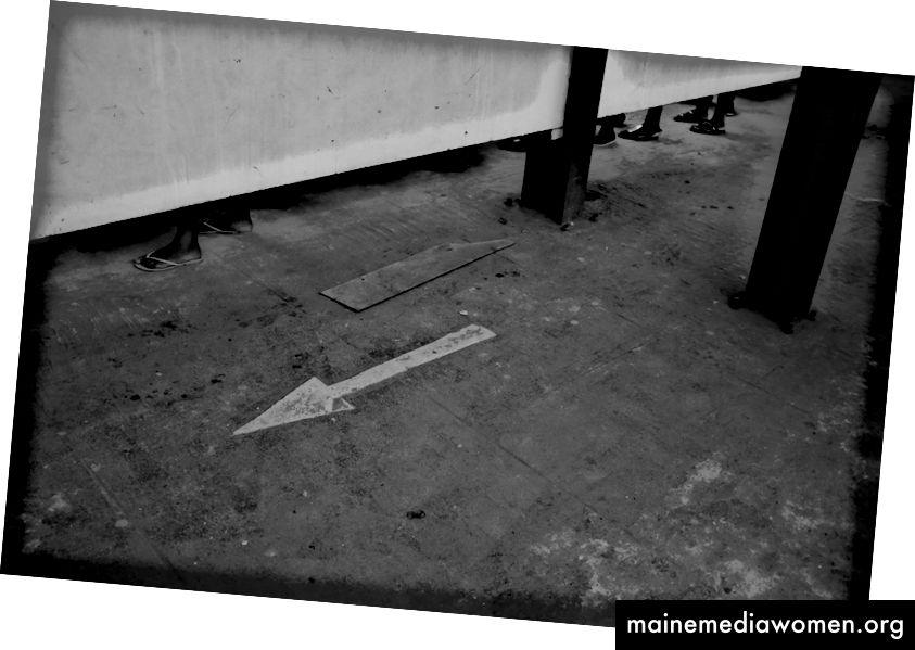 Pfeile der Unentschlossenheit: 2017: Monochrome Lagos
