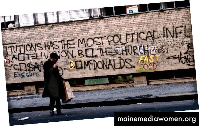 هذه المؤسسات هي الأكثر نفوذاً سياسياً أ. التلفزيون ب. الكنيسة ج. سامو د. م. بإذن من الحوزة جان ميشيل باسكيات. الصورة: إيدو بيرتوجليو