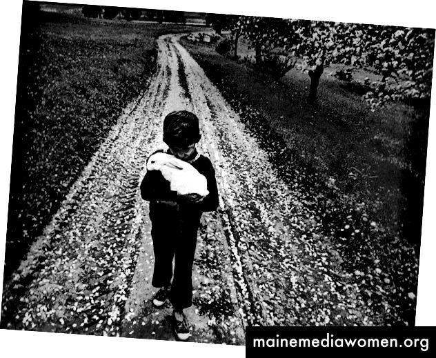 L: Снимка на Антанас Миежанскас. R: Снимка на Антанас Суткус, приятел на Витас Лукус.
