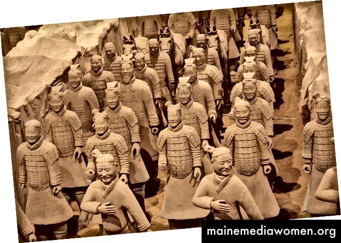 Die Terrakotta-Krieger waren eine relativ junge Entdeckung, als Daniel nach China zog. Seit 1974 wurden mehr als achttausend Figuren ausgegraben. Ein Video der Krieger und ihrer Wanderausstellung finden Sie auf der VMFA-Website.