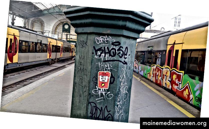 Einer meiner Aufkleber klebte in Porto, Bahnhof São Bento