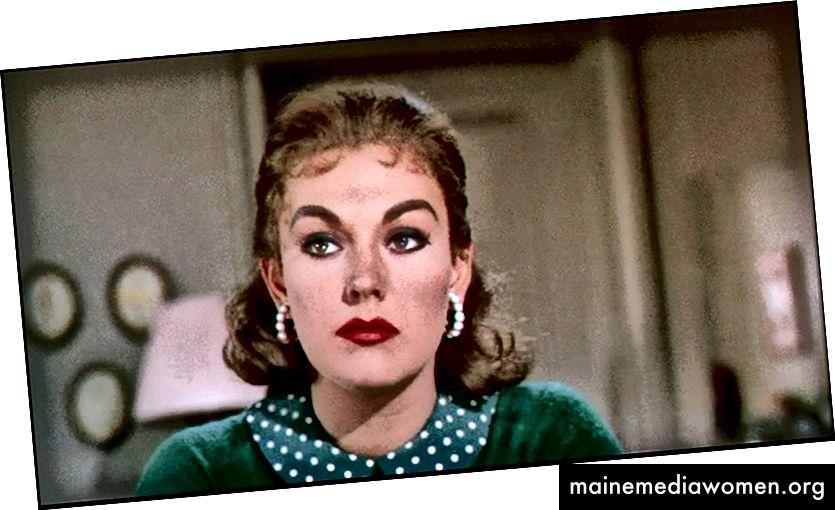 """Kim Novak nach ihrer Verwandlung in die geniale Judy Barton in """"Vertigo"""" (1958). Beachten Sie ihr unschuldigeres Aussehen, das für Judy charakteristisch ist, weil sie ihre eigene Unschuld im Mordanschlag glauben wollte."""