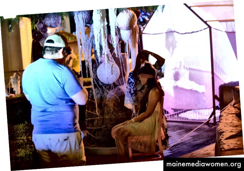 Bild von meinem Performance-Stück mit dem Titel Memoryhouse, das aus einer Reihe von kurzen Performances und Interaktionen mit dem besteht, was ich als