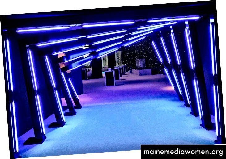 Triton Productions erstellte einen hell beleuchteten Eingangstunnel im Atrium des Lincoln Center.