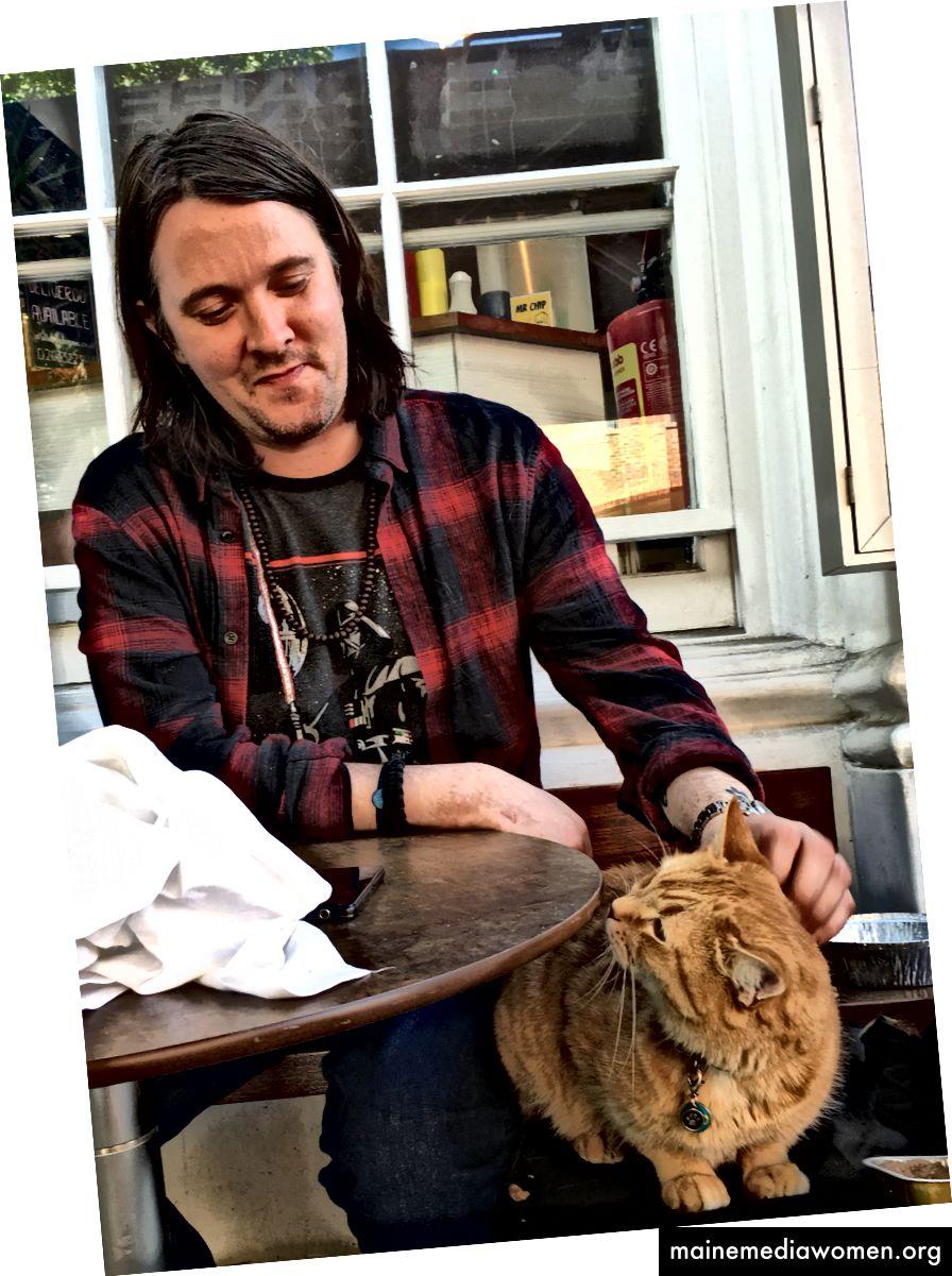 Mein erstes Treffen mit dem Autor James Bowen und einer Straßenkatze namens Bob.