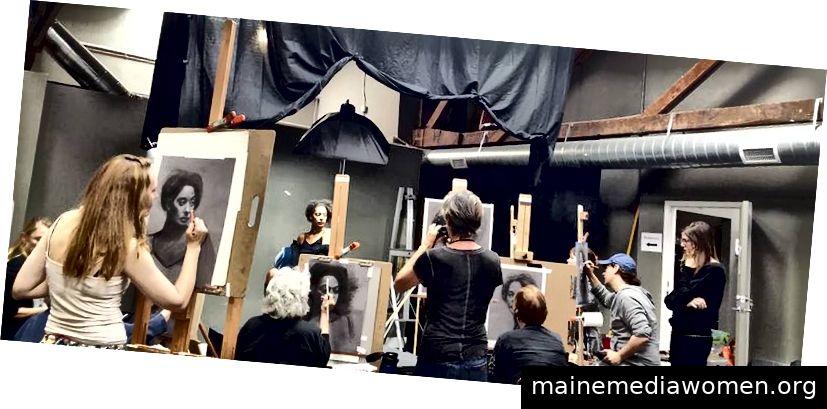 Artist Model Pigeon Plumtree III bei einem Workshop für Sadie Valeri Atelier. Foto von Sadie Valeri mit den Künstlern David Jon Kassan und Shana Levenson.