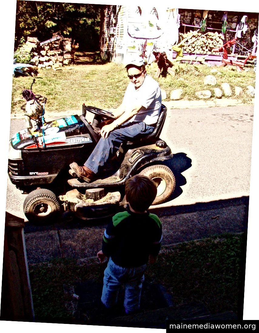 كلايد يزور مع حفيدي نيكولاس