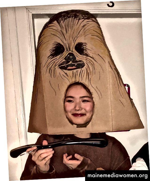 ein Chewbacca Kostüm; Pappe und Kleiderbügel