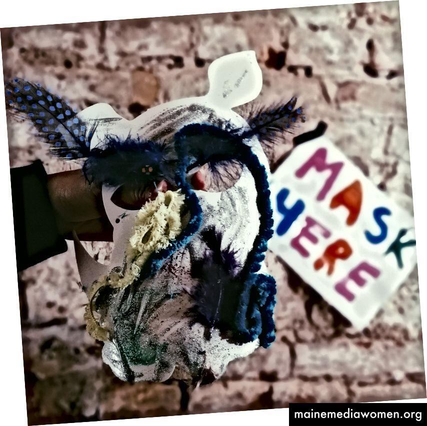 Sie können sogar Ihre eigene Maske erstellen! und das rechte Bild war das Meisterwerk von Teenuh (Fancy Rhinoceros Mask, wie wäre es mit Dat? Lol)