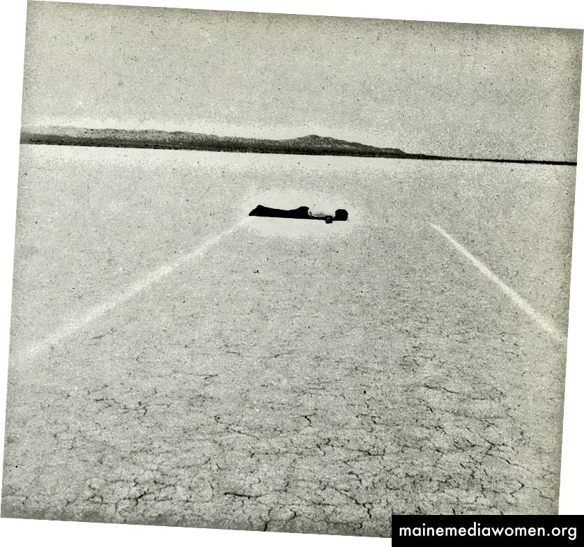 Links: Eine von Michael Heizers