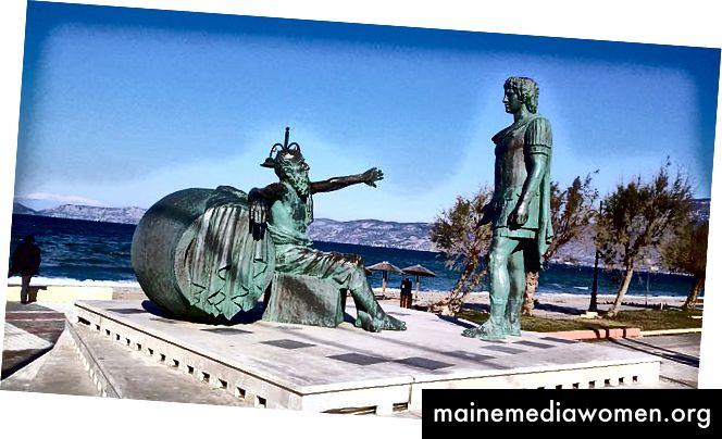 تمثال للديوجين يطلب من ألكساندر البقاء بعيدا عن أشعة الشمس ، كورنثوس ، اليونان