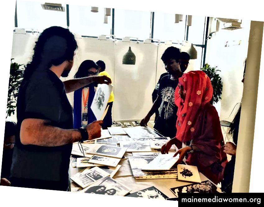 الفريق الجاد في العمل مع تنظيم المعرض بأكمله!
