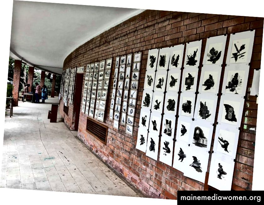 """Изложбата """"Inktober Showdown"""" в Чарукола, отдел за изящни изкуства на университета Дака."""