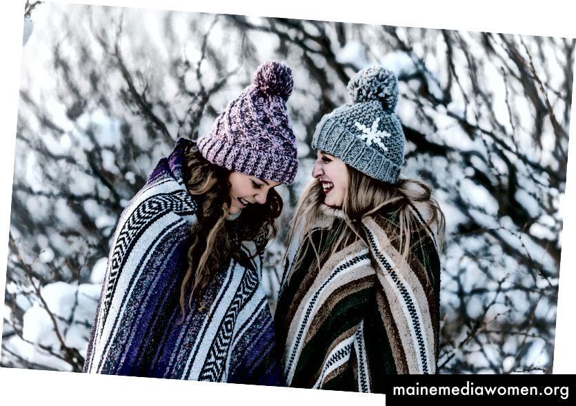 """""""Две жени в многоцветно ивично одеяло, стоящо близо до дърво"""" от Genessa Panainte в Unsplash"""