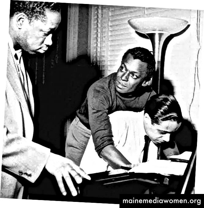 Клифърд Браун, Майлс Дейвис и Хорас Силвър през 1954 г. (Снимка на Франсис Уолф)