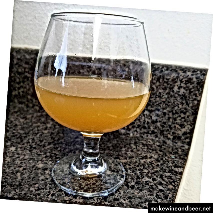 اولین نمونه از آبجو حدود 1 هفته پس از تخمیر.