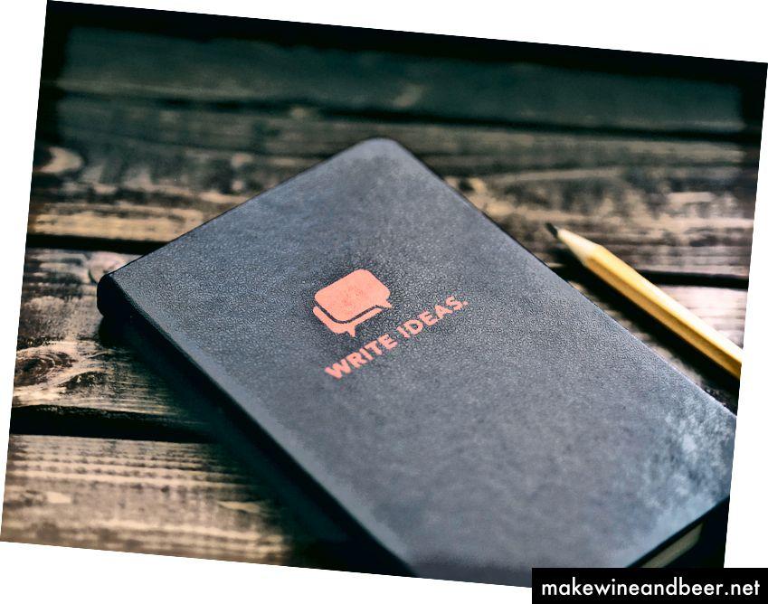 من الان یک دفترچه مشابه دارم. پوشش قرمز و بدون حروف. عکس توسط هارون بارون در Unsplash