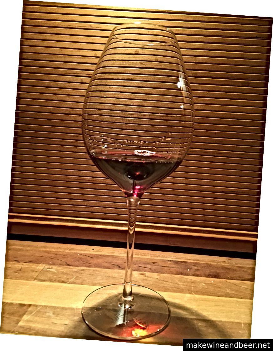 شراب در یک لیوان