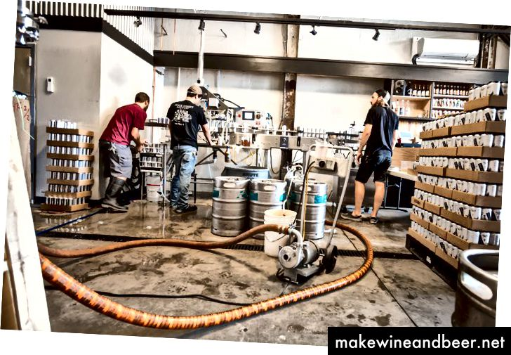Die Konservenfabrik von Dock Street Brewing in der 705 S. 50th St. in West Philadelphia. (Thom Carroll)