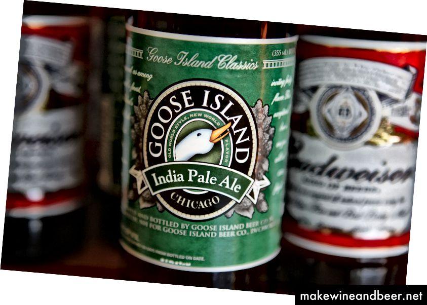 Das India Pale Ale von Goose Island ist mit Budweiser abgebildet. Die in Chicago ansässige Fulton Street Brewery LLC, Hersteller von Goose Island Bieren, wurde 2011 von Anheuser-Busch übernommen. Foto: Scott Olson / Getty