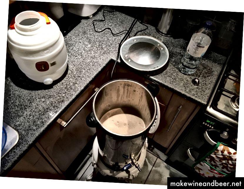 urn ຊາທີ່ມີ porridge ໃນວິທີການປຸງແຕ່ງອາຫານ