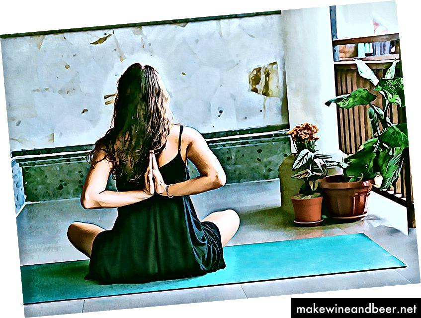 یوگا در جستجوی درون است. منبع تصویر: Avrielle Suleiman در پردازش Unsplash +.