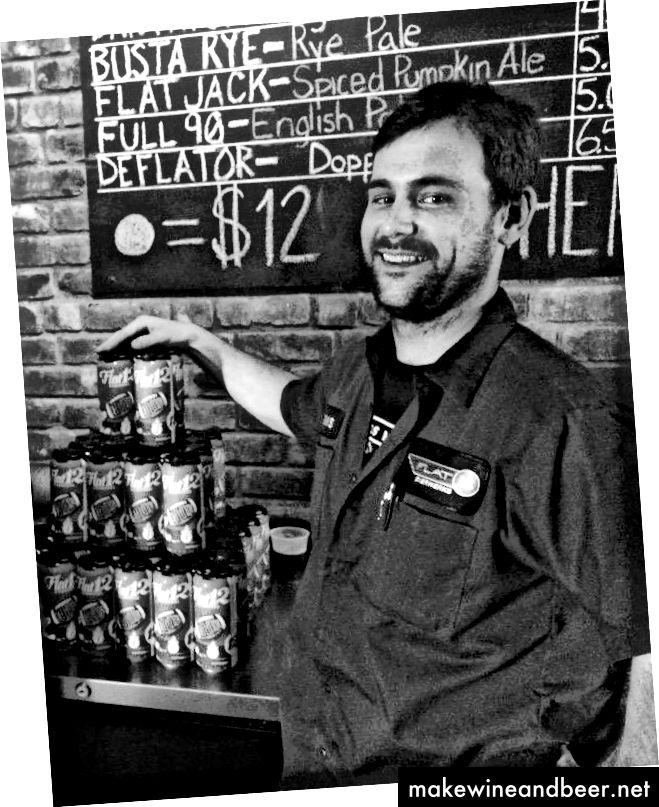 Si Sean Lamb ay isang bottler sa Flat12 Bierwerks. Larawan mula sa Flat12 website.